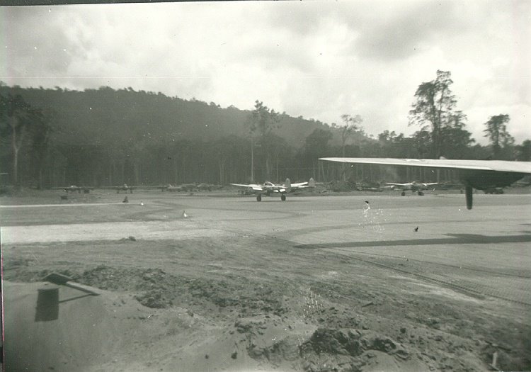 65_Sansapor_P_38_fighters_on_Mar_airstrip