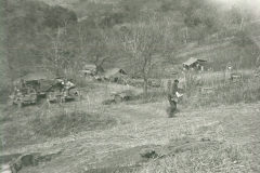 83_Luzon_The_kitchens_followed_the_troops_staying_in_the_ditches_to_avoid_artillery