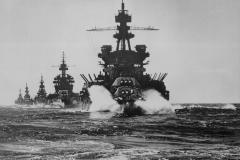Battleships_preceding_Lingayan_Gulf_Landing_1945